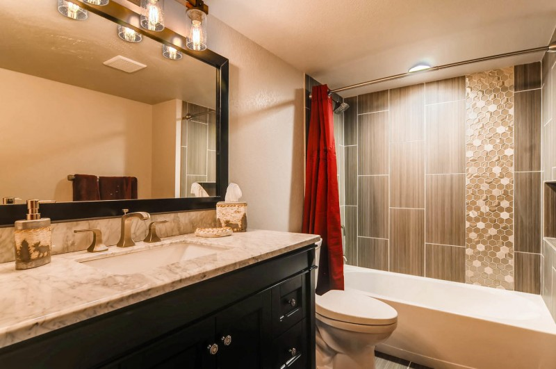 1880 Smoke Ridge Dr Colorado-large-008-3-Lower Level Bathroom-1500×997-72dpi